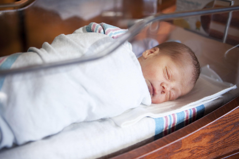 Acordarea de cupoane de 500 de euro pentru nou-născuţi, amânată din nou, pentru a nu depăşi deficitul bugetar