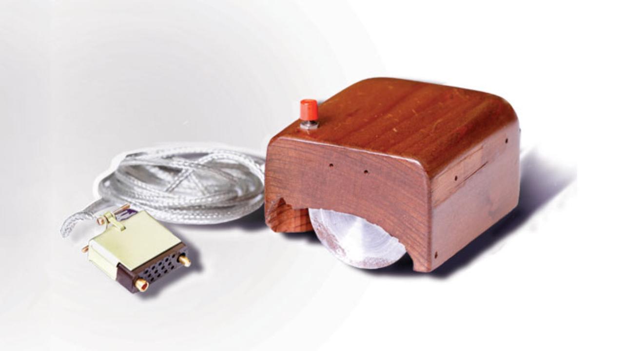 De ce primul mouse a fost fabricat din lemn?